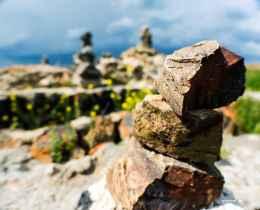 rocks_at_sevanavank_monastic_complex