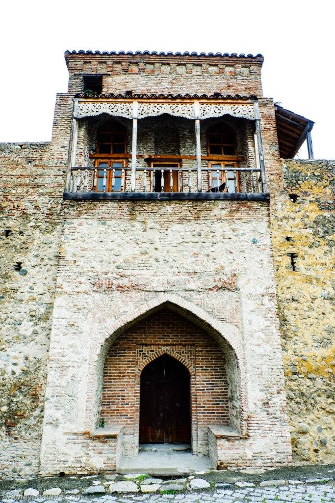 facade-of-batonis-tsikhe-castle-residence-of-kakhetian-kings