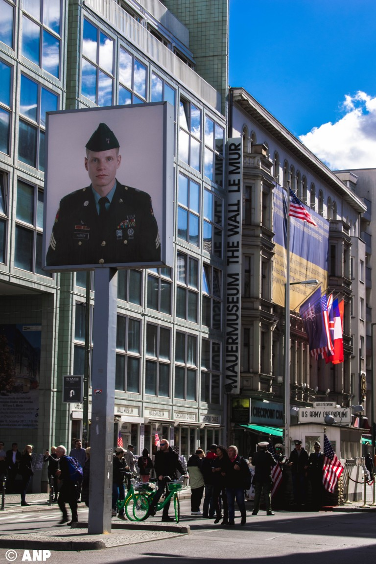 checkpoint-charlie-american-military-germany